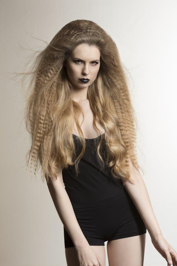 Темная женщина моды в нижнем белье стоковая фотография rf