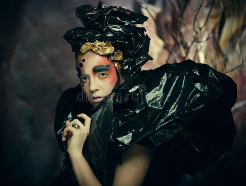 Темная красивая готическая принцесса Концепция партии хеллоуина стоковое изображение rf