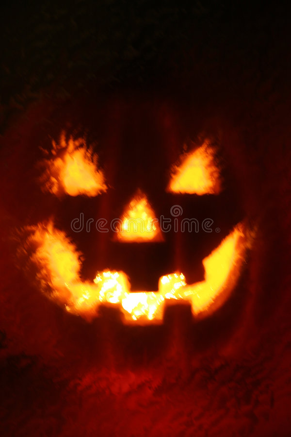 темная освещенная тыква страшная стоковые изображения rf