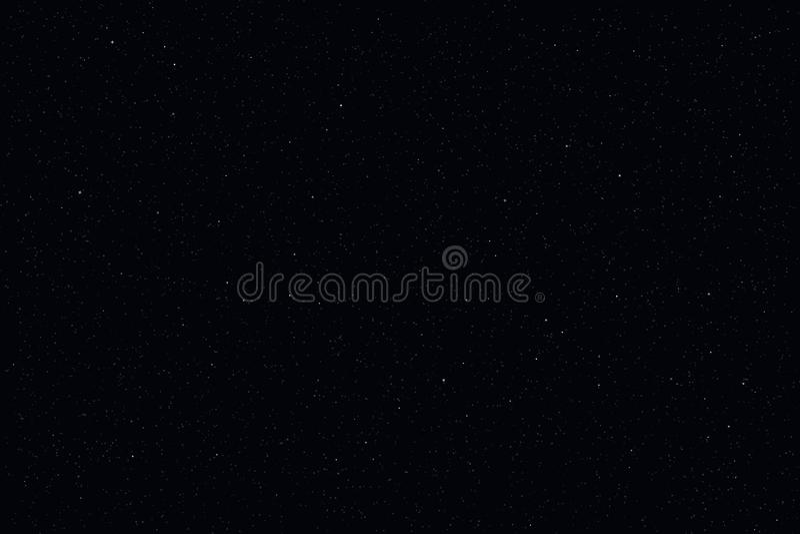 Темное звёздное небо, предпосылка ночи Световой эффект луны и звезды крупного плана Звезды зарева на синем космосе бесплатная иллюстрация