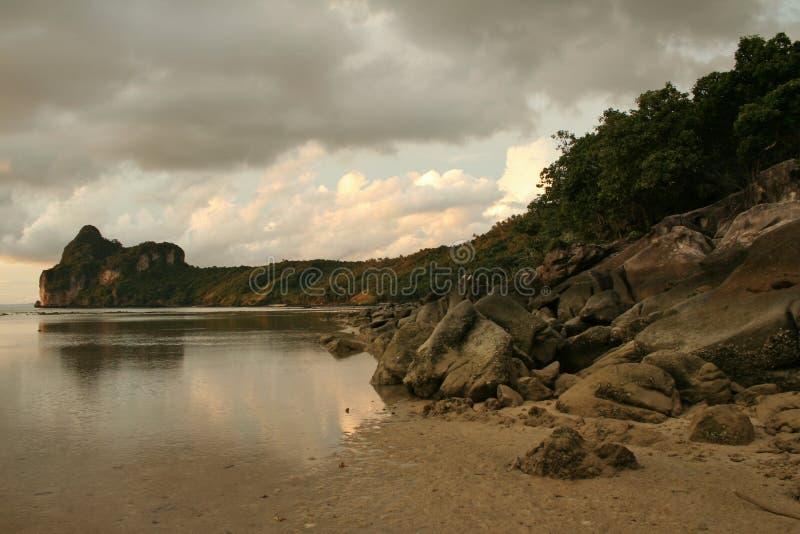 темное небо Таиланд pi koh острова стоковая фотография