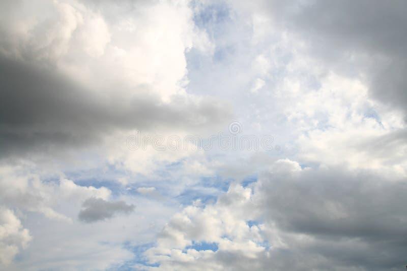 Download темное небо стоковое фото. изображение насчитывающей горизонтально - 6852200