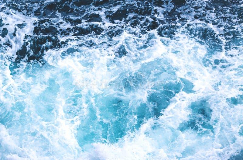 Темносиняя зловещая предпосылка воды океана стоковая фотография rf
