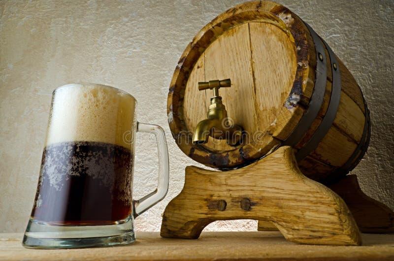 темнота пива стоковое изображение rf