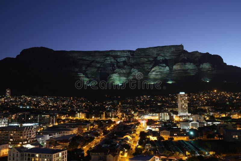 Темнота приходит к городу Кейптауна стоковые фотографии rf