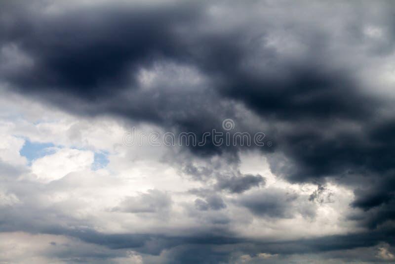 Темные облака на sk стоковое изображение rf