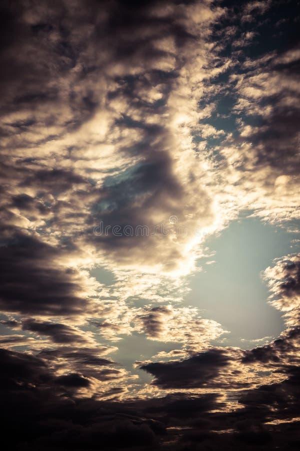 Темные облака. стоковые изображения