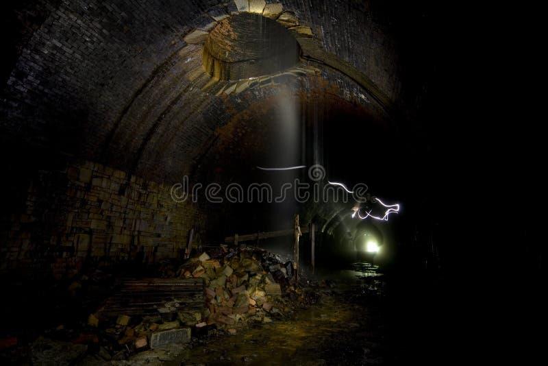 темные тоннели подземные стоковое фото