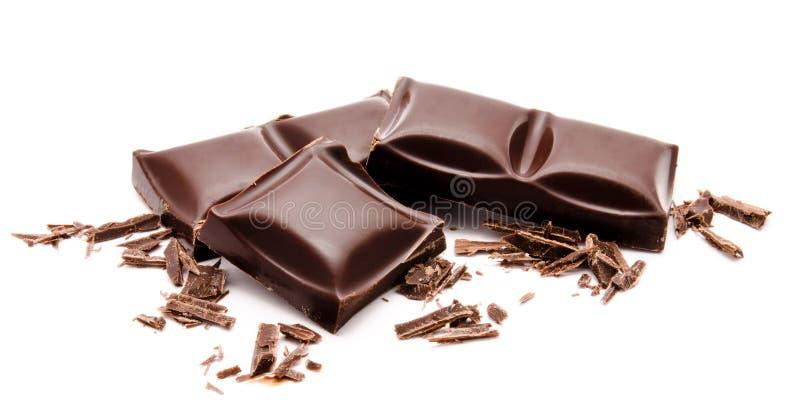 Темные шоколадные батончики стога при мякиши изолированные на белизне стоковые изображения rf