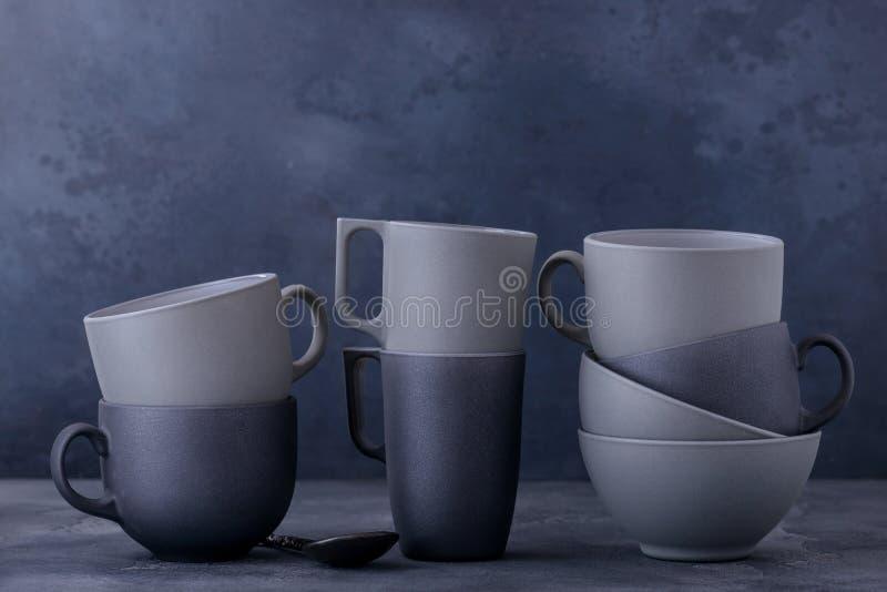 Темный керамический kitchenware стоковая фотография