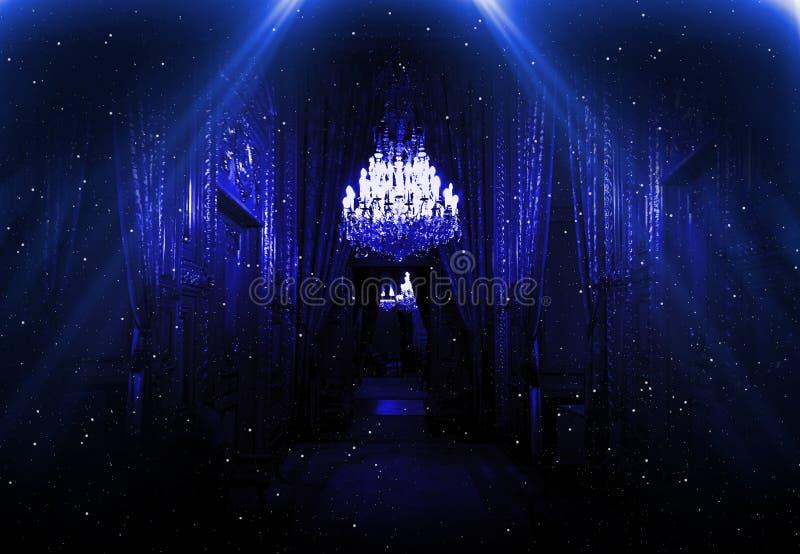 Темный коридор с неоновым светом, роскошным интерьером в версии ночного клуба жалюзи стоковые фотографии rf