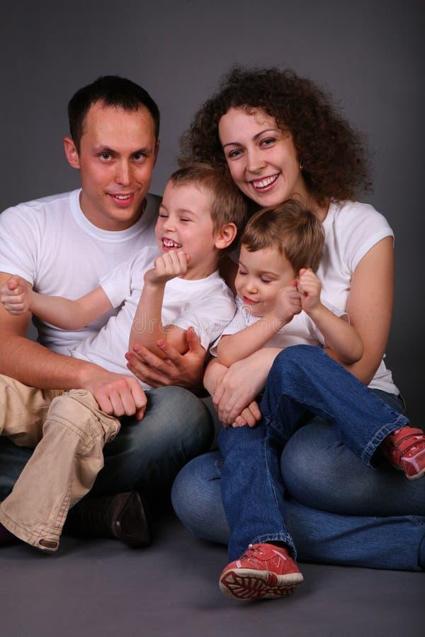 темный портрет семьи стоковые фото