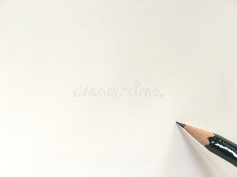 Темный ый-зелен карандаш на белой бумаге и готовый для записи стоковые изображения