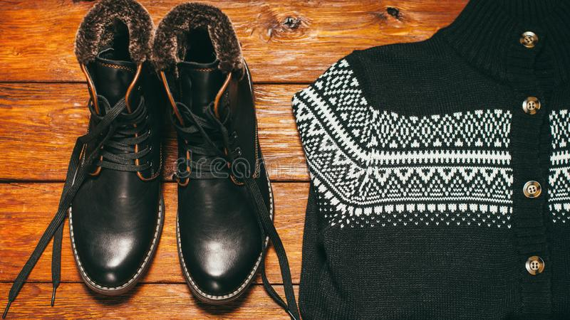 Тенденция случайной носки тенденции обмундирования моды зимы людей стоковое фото rf