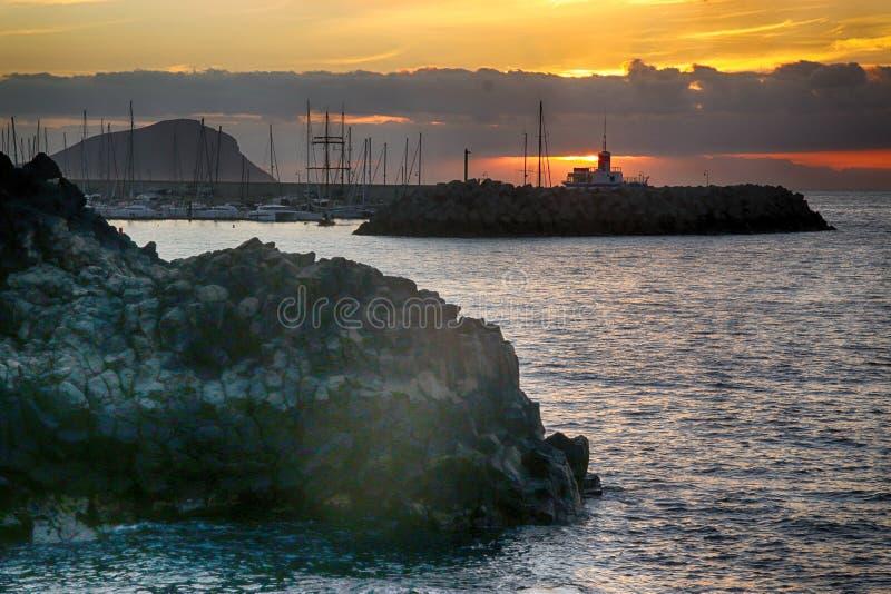 Тенерифе, сцена вокруг Playa Colmenares, кактусы и ландшафт стоковое изображение