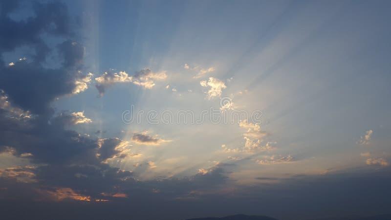 Тени в небе стоковое фото rf