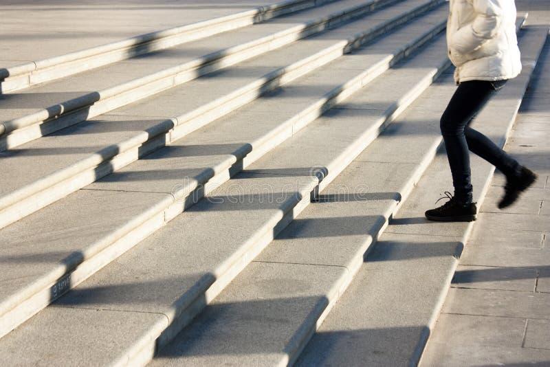 Тени людей на лестницах стоковое фото rf