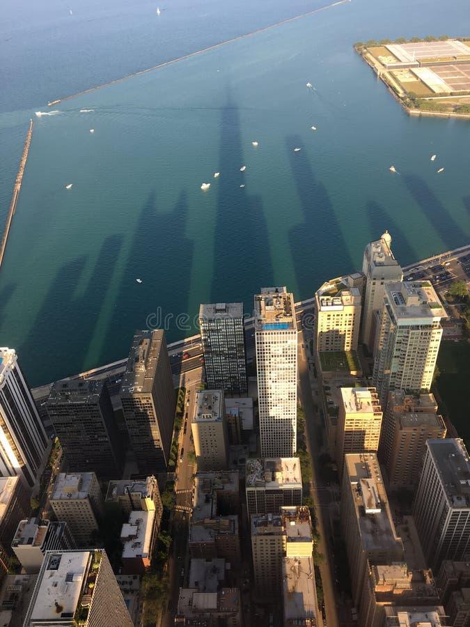 Тени на озере стоковая фотография