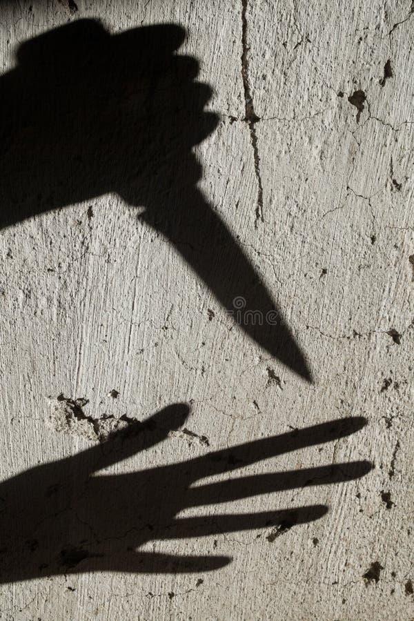Тени Преступник и жертва стоковые фотографии rf
