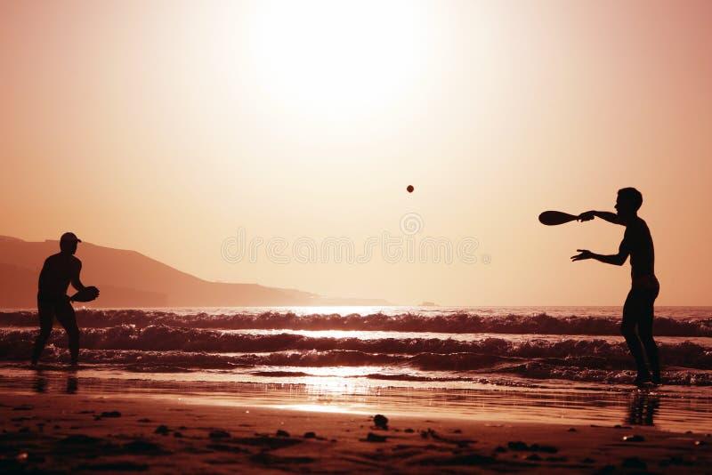 теннис захода солнца стоковые изображения rf