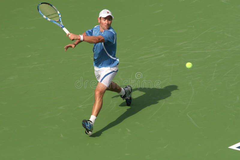теннис игрока odesnik удара слева профессиональный стоковое изображение rf