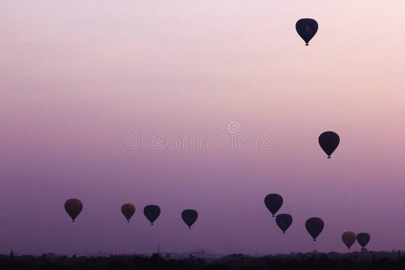 Тень воздушного шара когда восход солнца стоковые изображения rf
