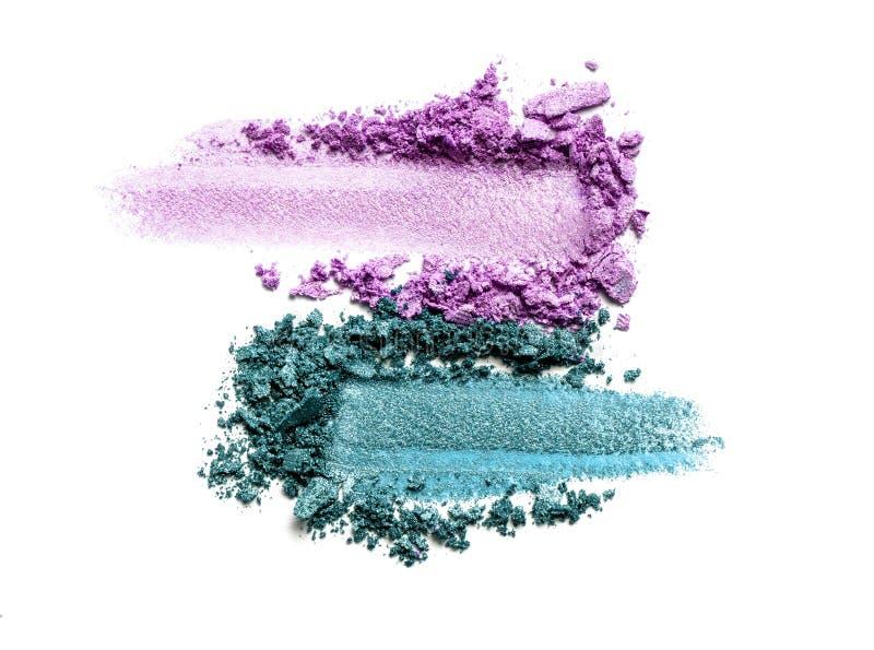 Тень глаза на белой предпосылке Разбросанный краснеет образец для макияжа Цвет пурпурных и мяты стоковые фотографии rf