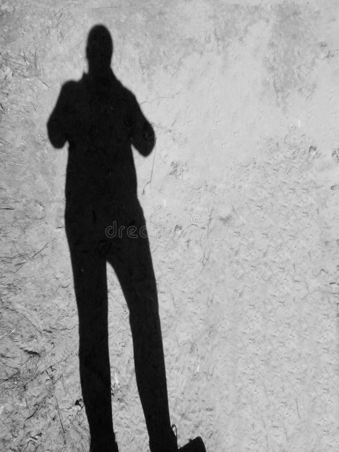 Тень женщины на песке стоковая фотография rf