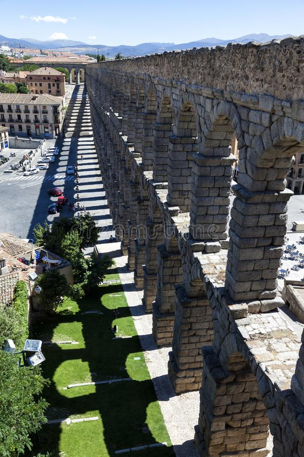 Тень мост-водовода Сеговии стоковые изображения