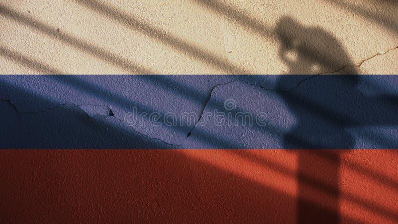 Тень мыслителя на флаге и бетонной стене России стоковая фотография