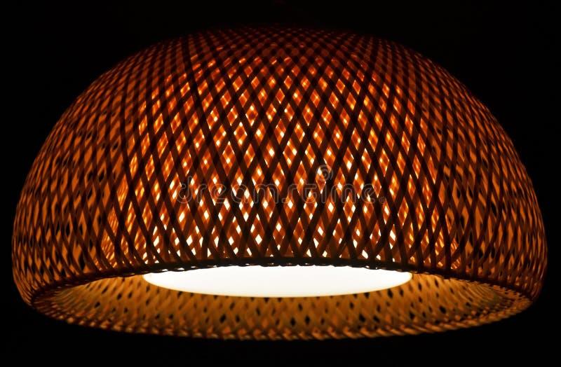 Тень потолочного освещения дизайна интерьера плетеная привесная стоковое фото