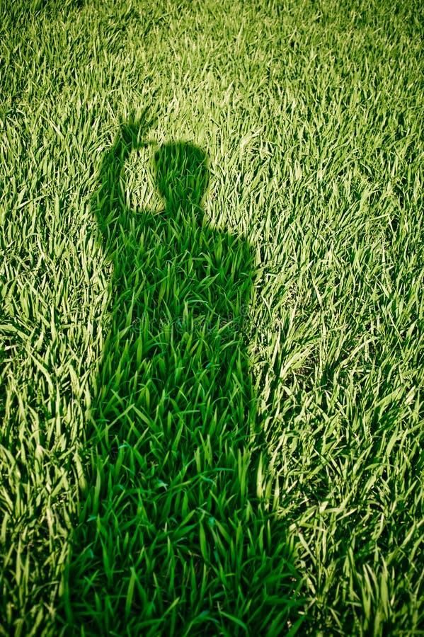 Тень призрака на траве стоковое фото