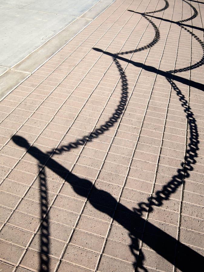 Тень тротуара, цепной барьер стоковое изображение rf