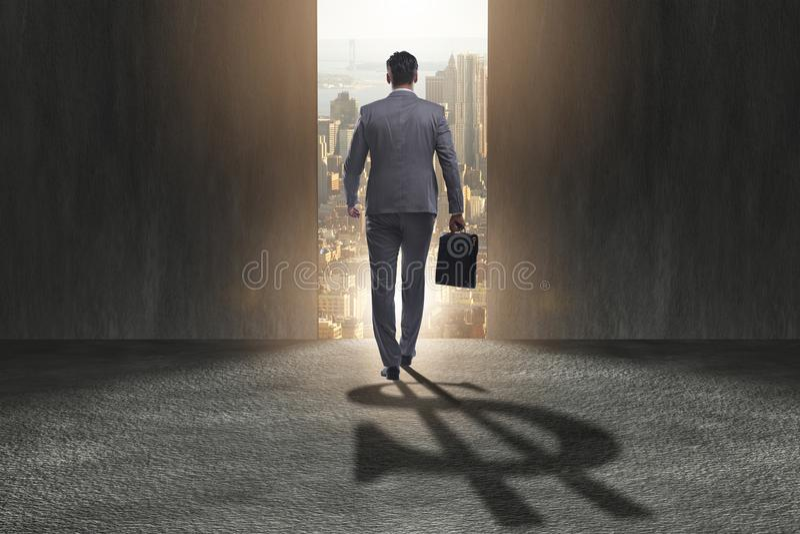Тень формы доллара бизнесмена бросая в концепции дела стоковые фотографии rf