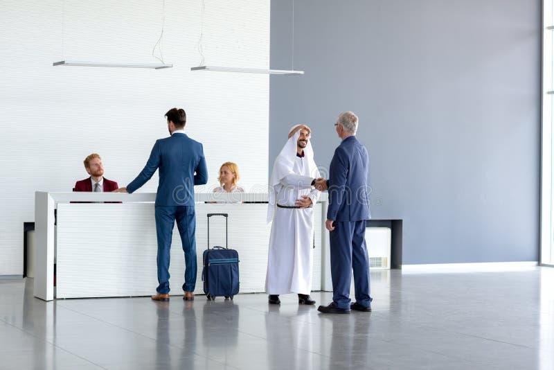 Тепло получать аравийского гостя стоковая фотография rf