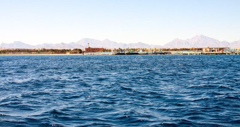 теплая изумрудная вода моря в Египте стоковая фотография rf