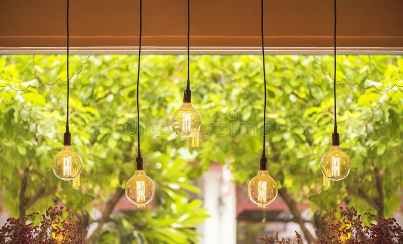 Теплые лампы электрической лампочки тона стоковая фотография