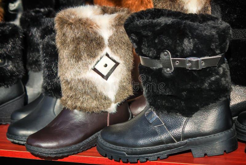 Теплые ботинки сделанные из войлока (ботинки войлока) стоковые изображения rf