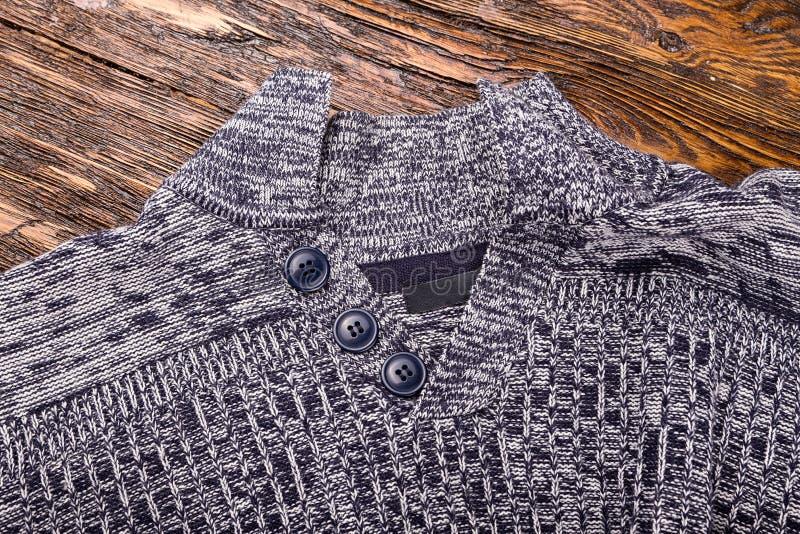Теплый серый свитер стоковое изображение