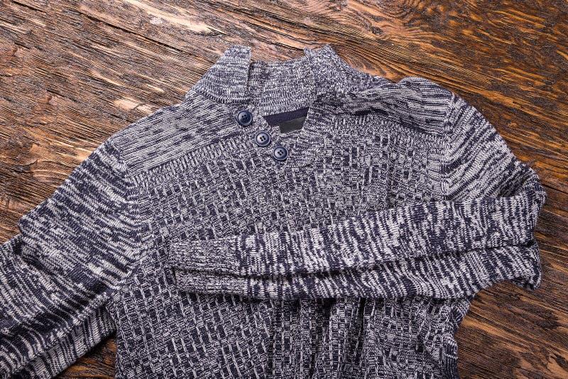 Теплый серый свитер стоковое фото