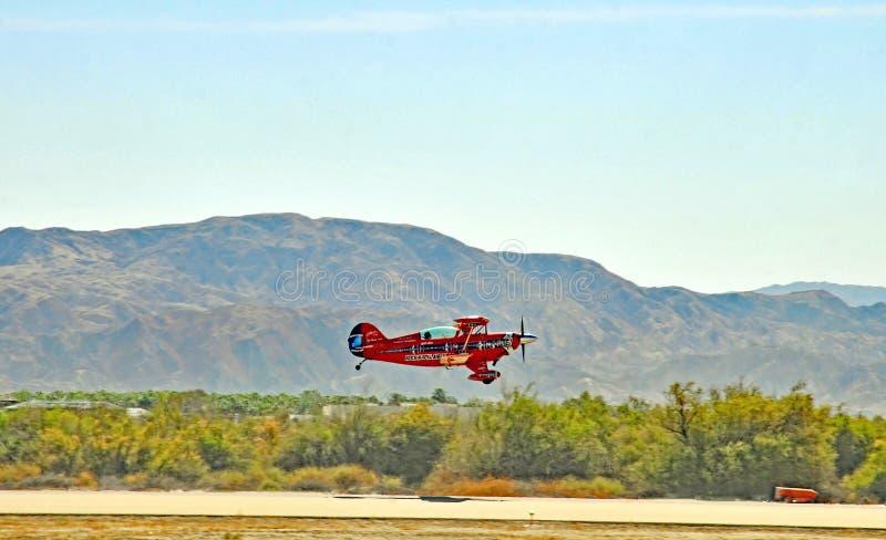 Термальный авиасалон: Самолет-биплан Pitts стоковое фото