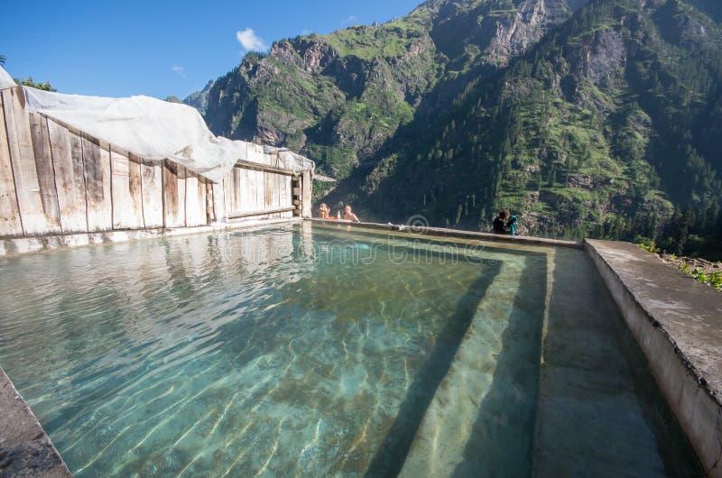 Термальная ванна на Khir Ganga - Индии стоковое фото