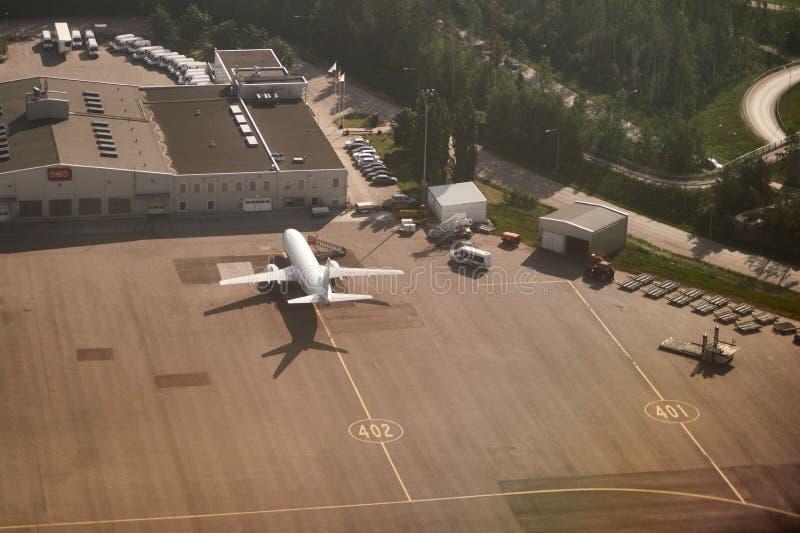 Терминал TNT срочный в аэропорте Хельсинки Vanda стоковое фото rf