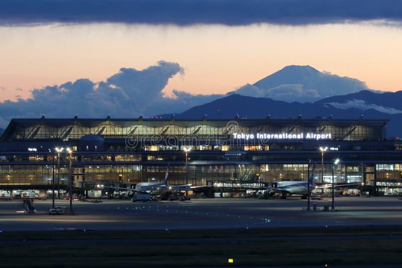 Терминальный международный аэропорт Haneda токио стоковые изображения rf