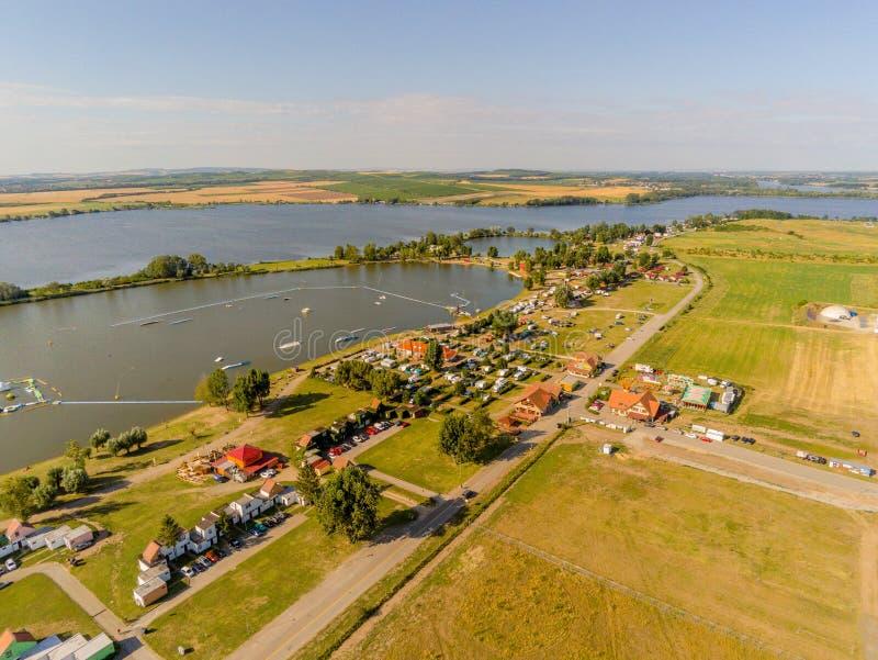 Термическая ванна Aqualand Moravia в водохранилище новых заводов сверху, Ð§ÐµÑ…Ð¸Ñ стоковое фото rf