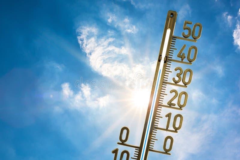 Термометр в солнце лета стоковая фотография
