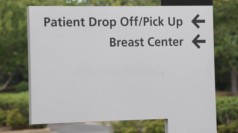 Терпеливые груди разбивочные падают знак стоковые фото