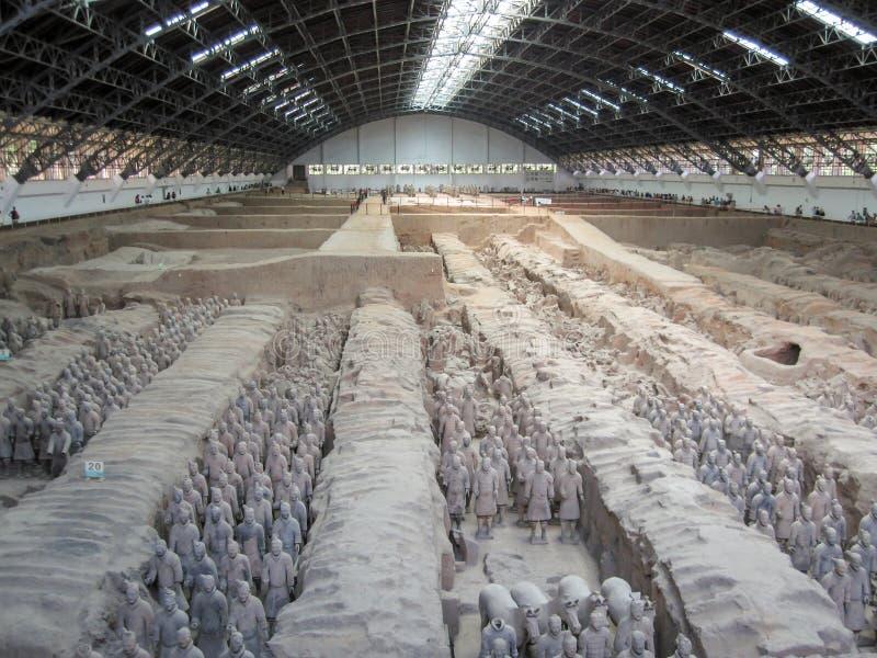 Терракотовые воины армии на усыпальнице императора China's первого в Xian Место всемирного наследия Unesco стоковая фотография