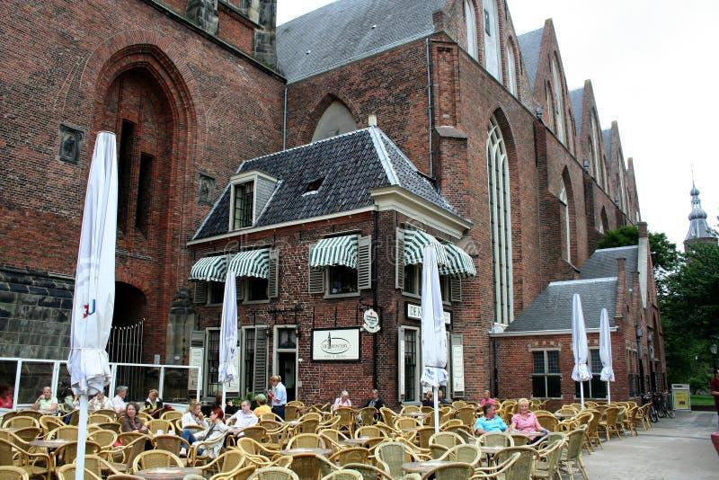Терраса перед церковью Мартини и Мартини возвышаются стоковая фотография rf