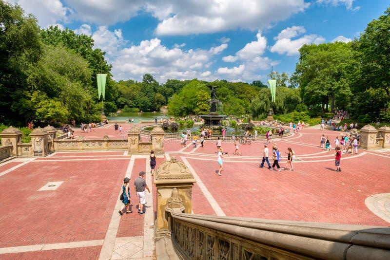Терраса Bethesda и озеро на Central Park в Нью-Йорке стоковое фото rf
